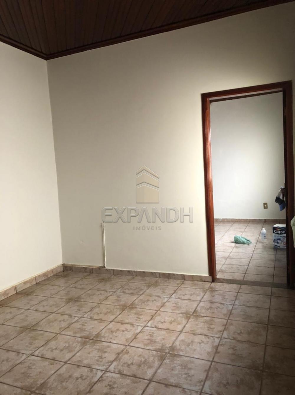 Alugar Casas / Padrão em Sertãozinho R$ 1.100,00 - Foto 2