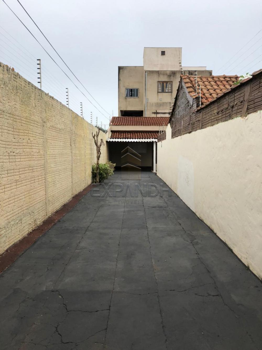 Alugar Casas / Padrão em Sertãozinho R$ 690,00 - Foto 2