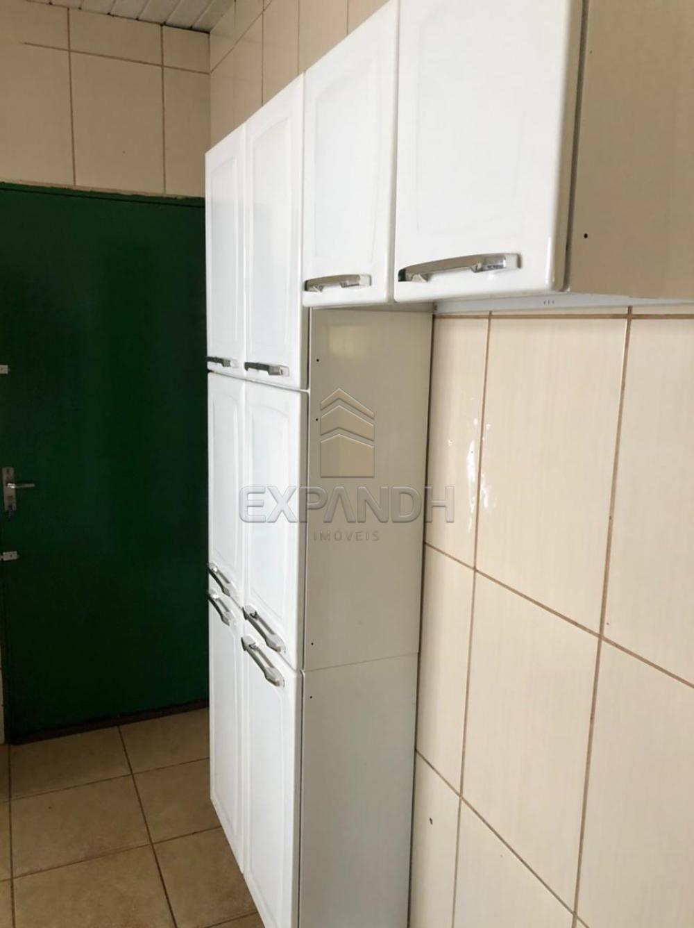 Alugar Casas / Padrão em Sertãozinho R$ 800,00 - Foto 9
