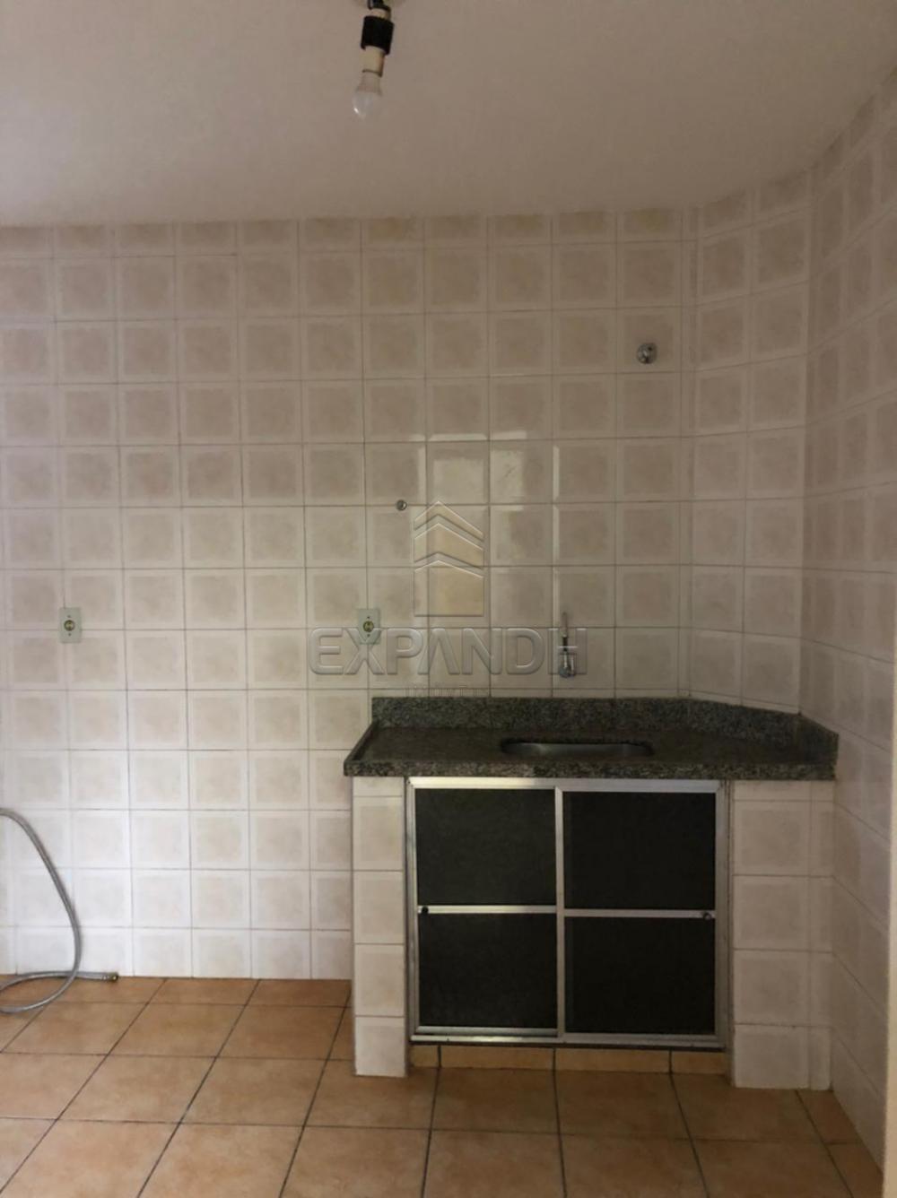 Alugar Apartamentos / Padrão em Sertãozinho R$ 900,00 - Foto 3