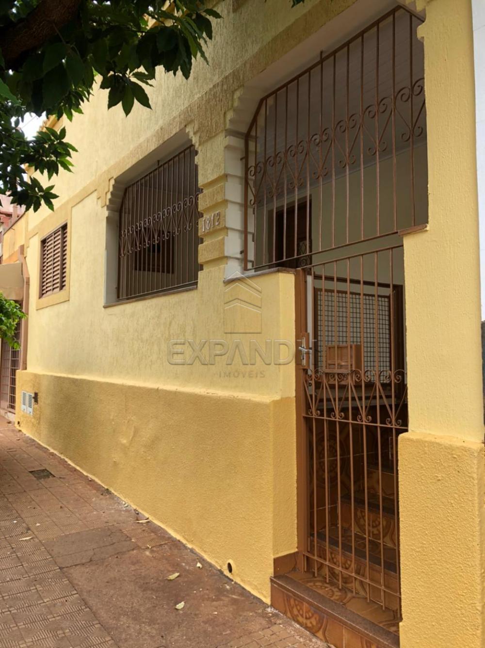 Alugar Casas / Padrão em Sertãozinho R$ 925,00 - Foto 1