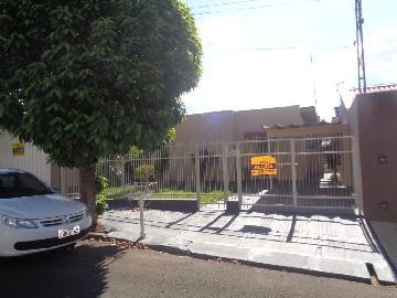 Alugar Casas / Padrão em Sertãozinho. apenas R$ 855,00