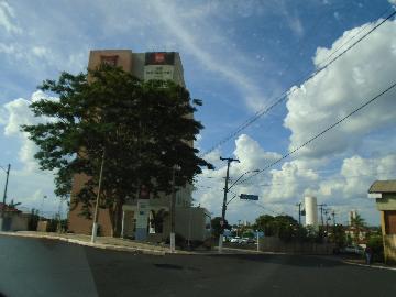 Alugar Apartamentos / Comercial em Sertãozinho. apenas R$ 200.000,00