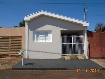 Alugar Casas / Padrão em Sertãozinho. apenas R$ 750,00