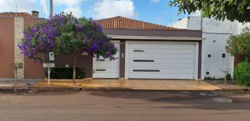 Alugar Casas / Padrão em Sertãozinho. apenas R$ 1.600,00