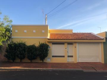Alugar Casas / Padrão em Sertãozinho. apenas R$ 1.900,00