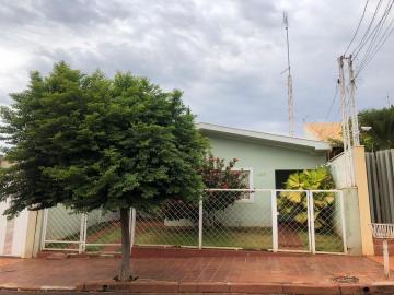 Casas / Padrão em Sertãozinho Alugar por R$1.300,00