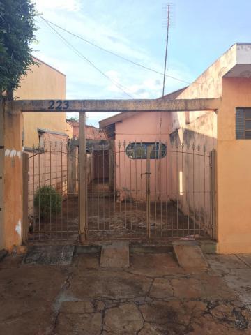 Casas / Padrão em Sertãozinho Alugar por R$900,00