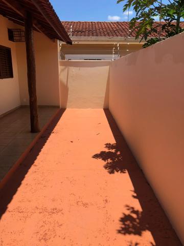 Alugar Casas / Padrão em Sertãozinho R$ 700,00 - Foto 3