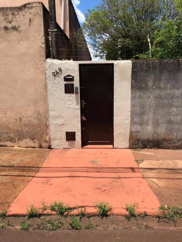 Alugar Casas / Padrão em Sertãozinho R$ 700,00 - Foto 1