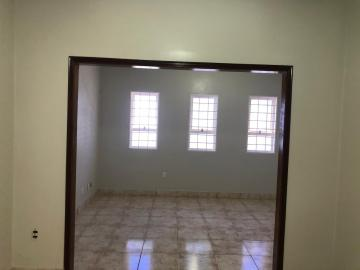 Alugar Casas / Padrão em Sertãozinho R$ 1.300,00 - Foto 7