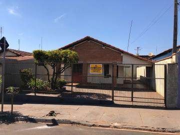 Alugar Casas / Padrão em Sertãozinho. apenas R$ 950,00