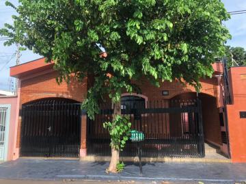 Alugar Casas / Padrão em Sertãozinho R$ 1.600,00 - Foto 1