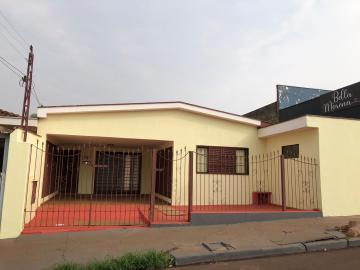Alugar Casas / Padrão em Sertãozinho. apenas R$ 1.300,00