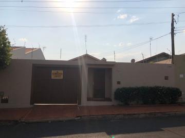 Alugar Casas / Padrão em Sertãozinho. apenas R$ 1.200,00