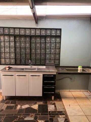 Alugar Casas / Padrão em Sertãozinho R$ 1.250,00 - Foto 4