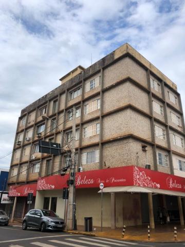 Alugar Apartamentos / Padrão em SERTAOZINHO. apenas R$ 1.000,00