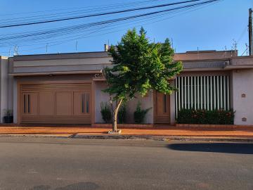 Alugar Casas / Padrão em Sertãozinho. apenas R$ 390.000,00