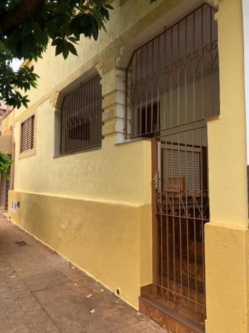 Alugar Casas / Padrão em Sertãozinho. apenas R$ 925,00